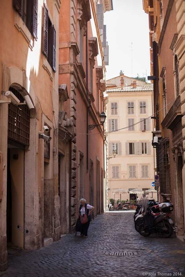 Colours, Cabbages and Cobblestones in Rome - photography by www.paolathomas.com
