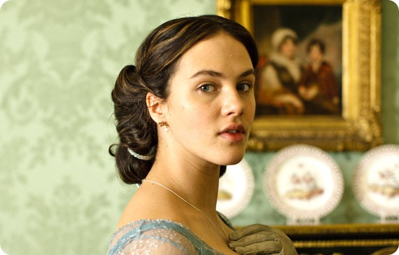 Sybil-downton-abbey-15932711-570-364