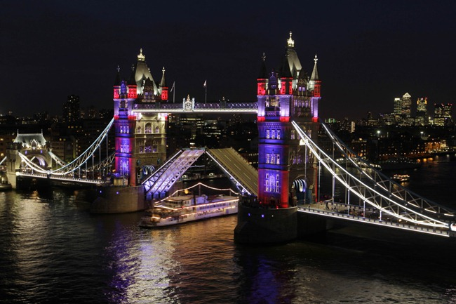 tower-bridge-lights